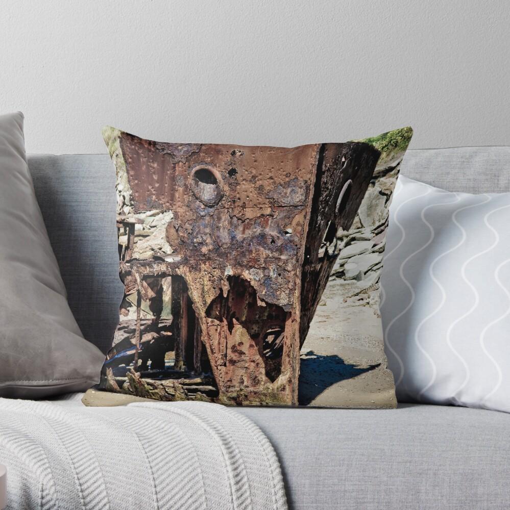 HMQS Gayundah Throw Pillow