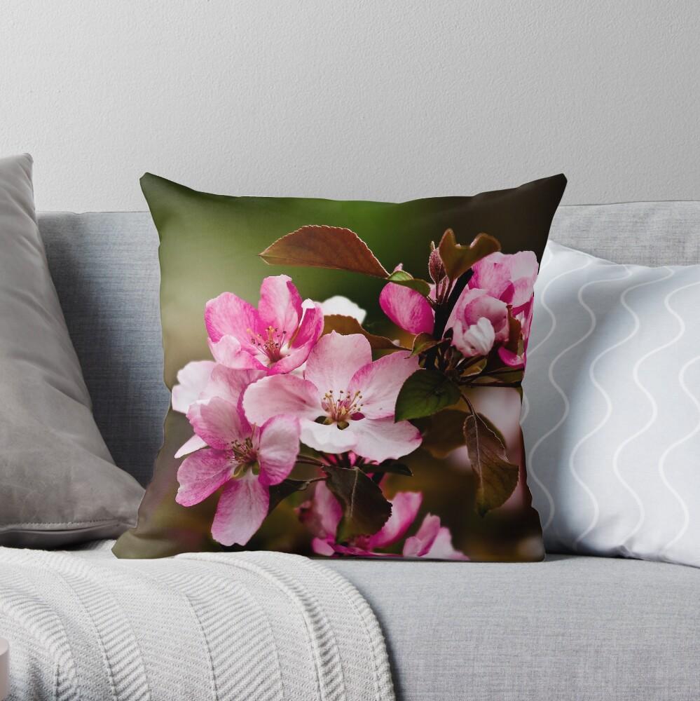 花見 Throw Pillow