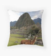 llamas of machu pichu Throw Pillow