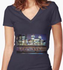 Camiseta entallada de cuello en V Out Of Brooklyn