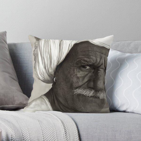 eye-to-eye Throw Pillow