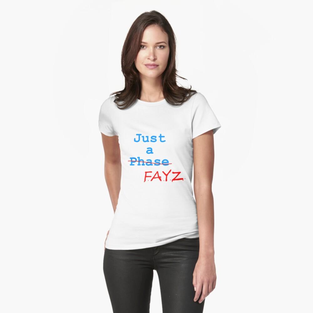 Nur ein FAYZ Tailliertes T-Shirt