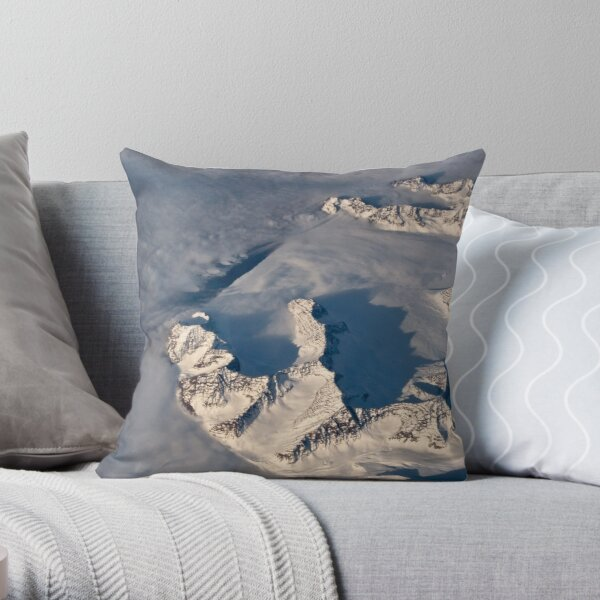 Edge of the Sea - Groenland Throw Pillow