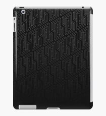 Optical illusion - Impossible Figure -  Balck & White Pattern iPad Case/Skin