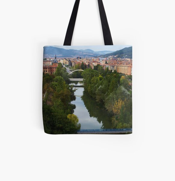 Arga River Across Pamplona Bolsa estampada de tela