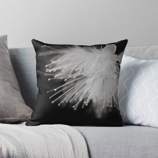 lilly pilly blosson Throw Pillow