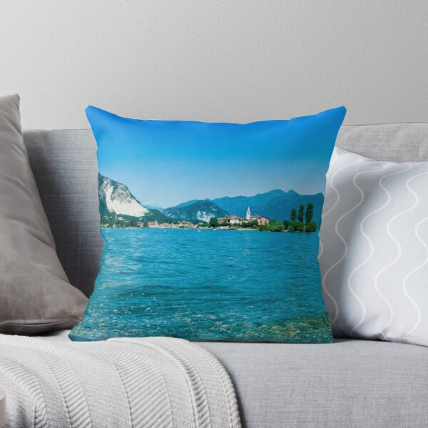 lago maggiore hdr, isola superiore o dei pescatori Throw Pillow