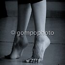toes by gompo