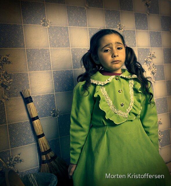 Patient girl by Morten Kristoffersen