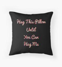 Fernbeziehung: Umarmen Sie dieses Kissen, bis Sie mich umarmen können Dekokissen