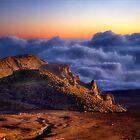 Sonnenaufgang über den Wolken - Haleakala National Park, Hawaii von Kathy Weaver