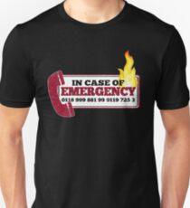 Camiseta unisex Inspirada en la muchedumbre - Nuevo número de emergencia - 0118 999 881 99 9119 725 3 - Moss and the Fire