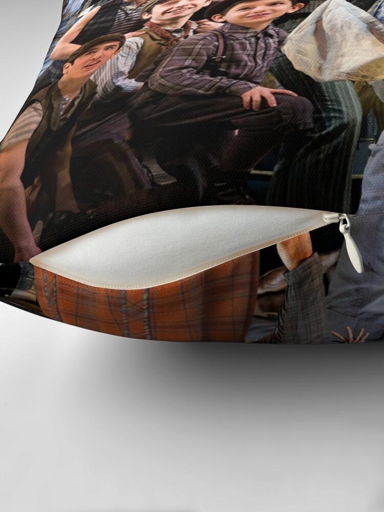 Vista alternativa de Cojín Noticias en el collage de fotos de Broadway
