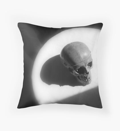 J'expire or I'm late  Throw Pillow