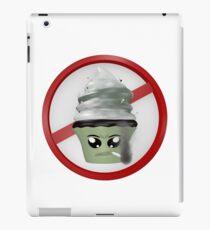 rauchendes Cupcake Emoticon iPad-Hülle & Klebefolie