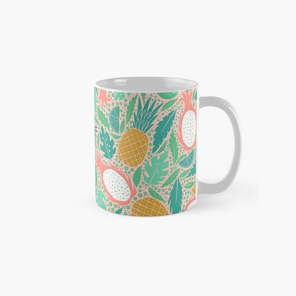 Sommerfrucht auf Rosa Tassen
