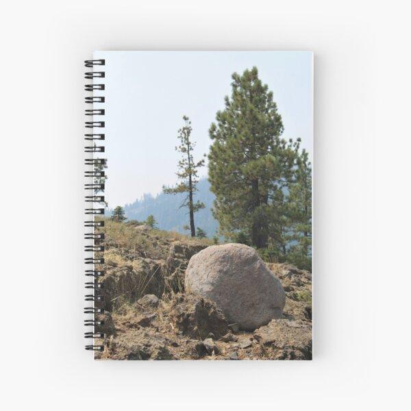 Rocher au sommet de la montagne Cahier à spirale