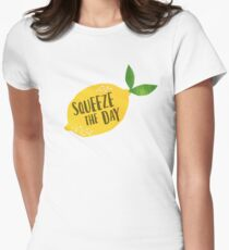 Drücken Sie den Tag zusammen Tailliertes T-Shirt