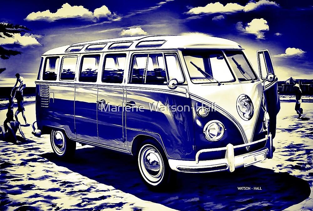 Vintage Surfer Bus - Blau und Gelb von Marlene Watson