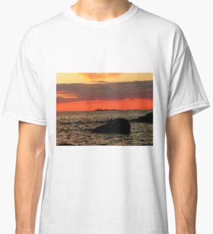OMINOUS CLOUDS ON LAKE WINNIPEG Classic T-Shirt