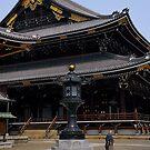 Monk at Higashihongan-ji by andreisky