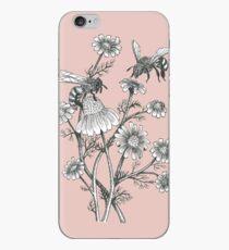 Bienen und Kamille auf staubigem rosa Hintergrund iPhone-Hülle & Cover