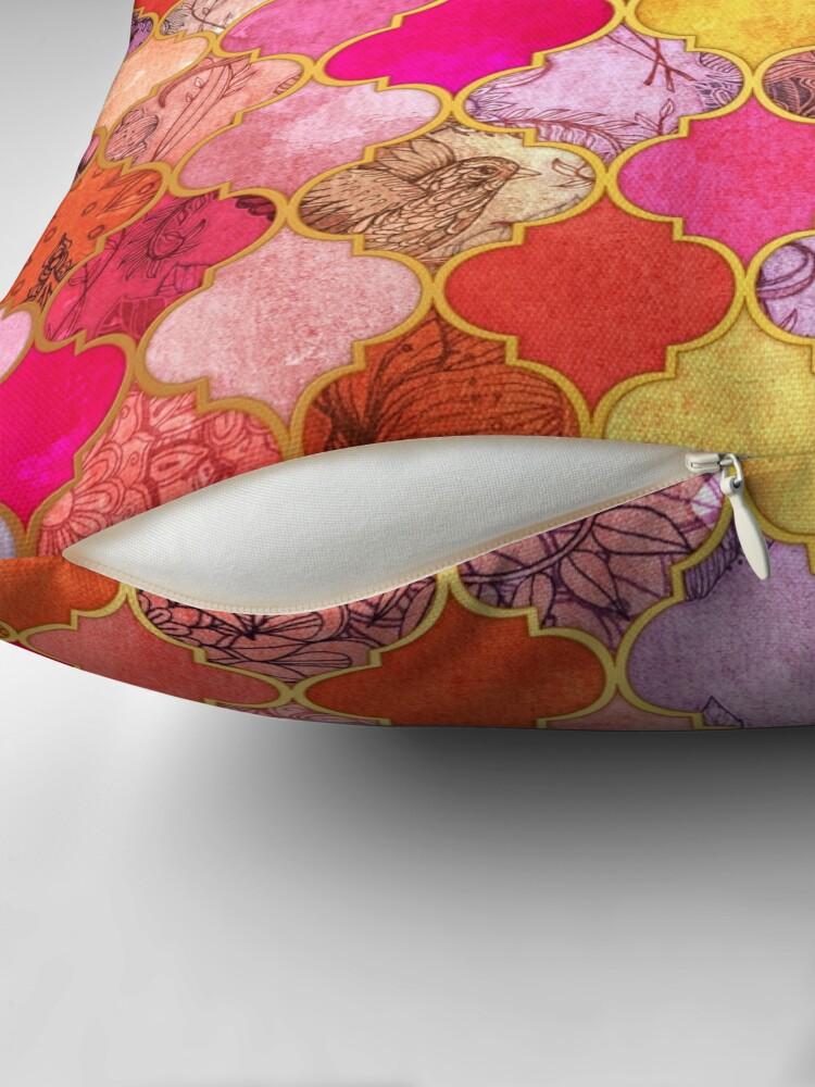 Alternative Ansicht von Pink, Gold, Mandarine & Taupe Dekorative marokkanische Fliesenmuster Dekokissen