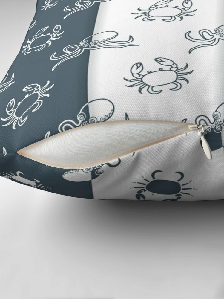 Vista alternativa de Cojín Set of 4 seamless pattern. Octopuses and crabs.