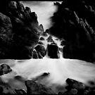 Zwischen den Felsen ... von Angelika  Vogel