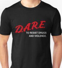 DARE, Drogen und Gewalt zu widerstehen Slim Fit T-Shirt