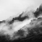 «Montañas de niebla gris» de La Chic
