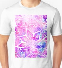 Purple blue henna boho floral mandala pattern T-Shirt