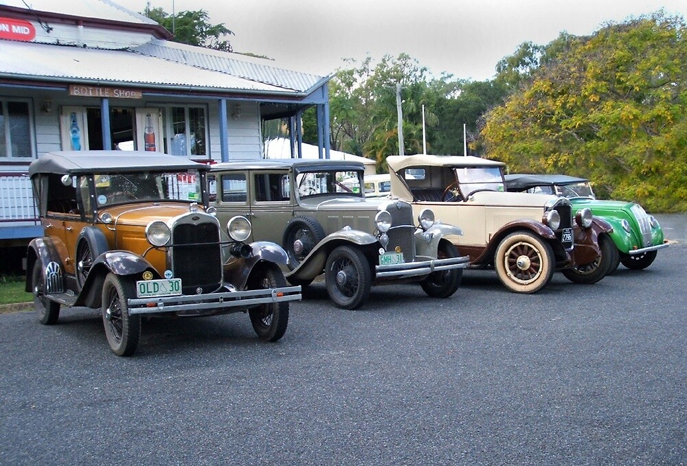 Vintage Cars Outside The Caves Country Pub, QLD Australia\