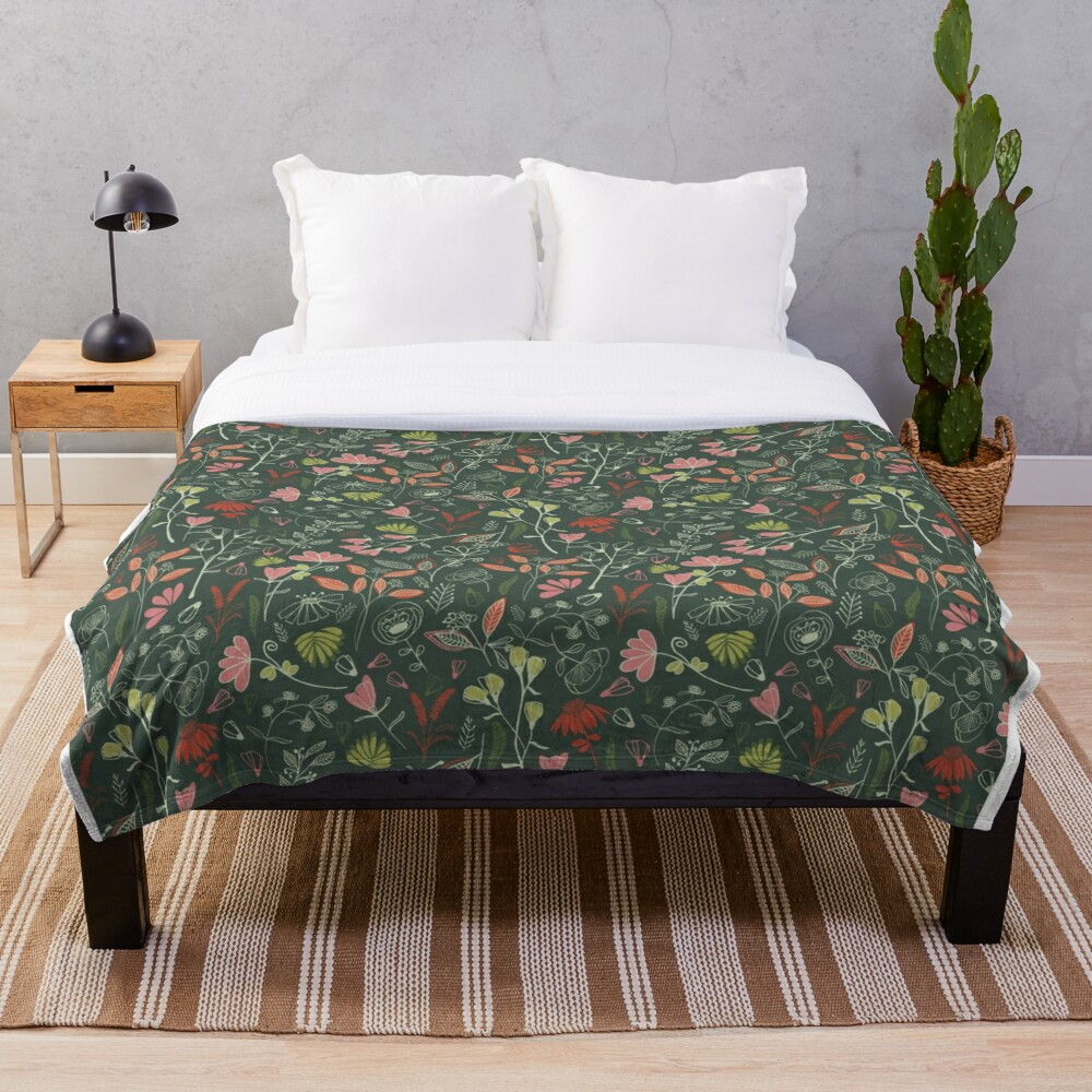 Glowy bosque forest floral pattern Throw Blanket
