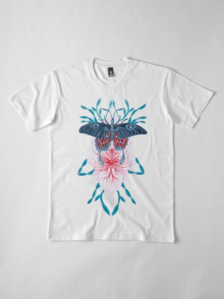 Vista alternativa de Camiseta premium Pintura de tatuaje de orquídea mariposa en madera