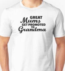 Große Mütter werden zu Oma befördert Slim Fit T-Shirt