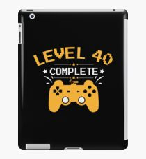 Gamer Shirt Level 40 Complete Gaming Birthday Gift Tee iPad-Hülle & Klebefolie