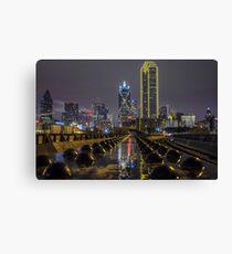 Goldene Dallas Skyline im Regen Leinwanddruck