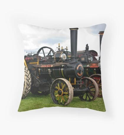 Puffin Billy and The Maori. Throw Pillow