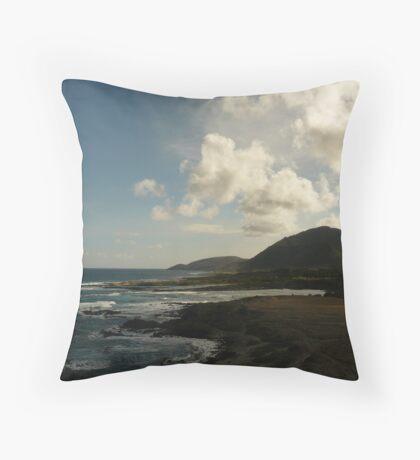 Koko head shoreline Throw Pillow