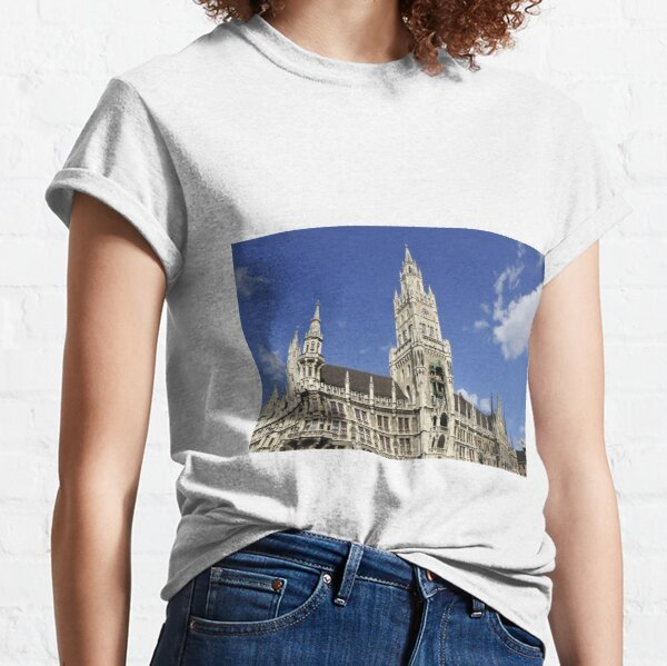 Rathaus in München Classic T-Shirt