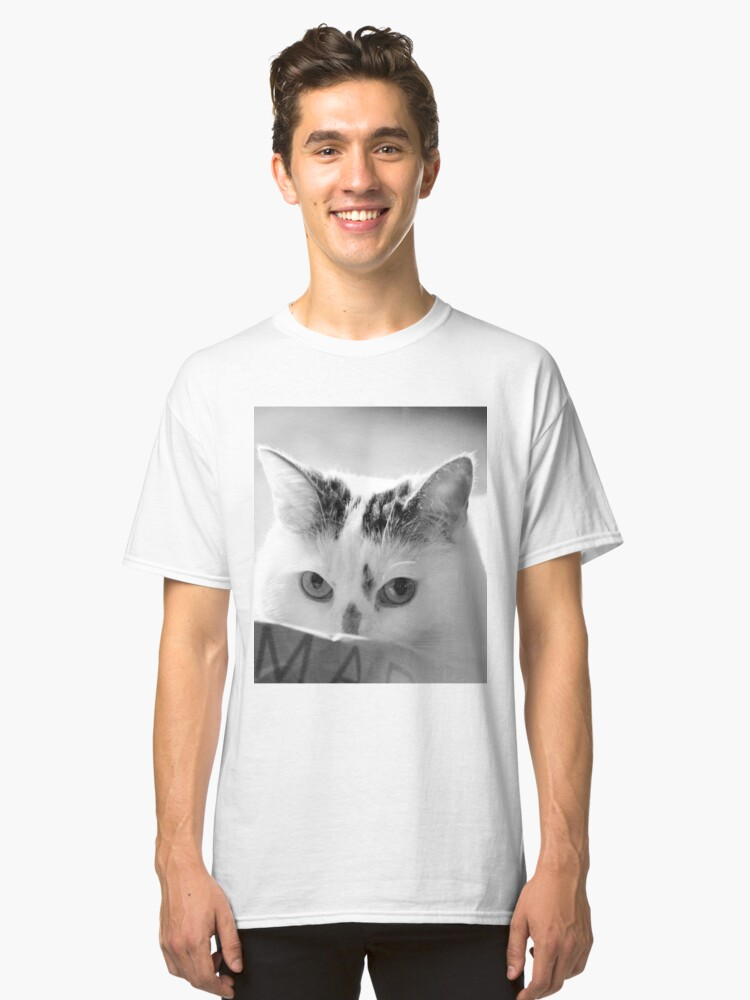 I Have Nothing In My Paws! Classic T-Shirt Front