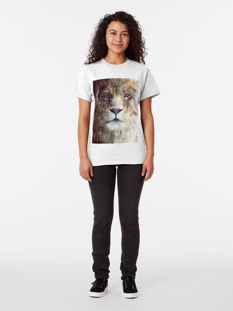 Alternate view of Lion // Majesty Classic T-Shirt