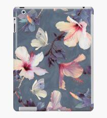 Vinilo o funda para iPad Mariposas y flores de hibisco - un patrón pintado
