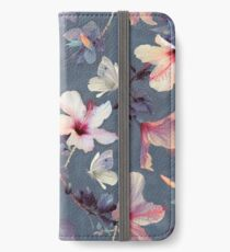 Vinilo o funda para iPhone Mariposas y flores de hibisco - un patrón pintado