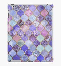 Königliches purpurrotes, malvenfarbenes u. Indigo-dekoratives marokkanisches Fliesen-Muster iPad-Hülle & Klebefolie