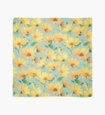 Gemalte goldene gelbe Gänseblümchen auf weichem Salbeigrün Tuch