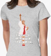 Es sagt nicht RSVP auf der Freiheitsstatue - der Pfirsich-Flaum Tailliertes T-Shirt