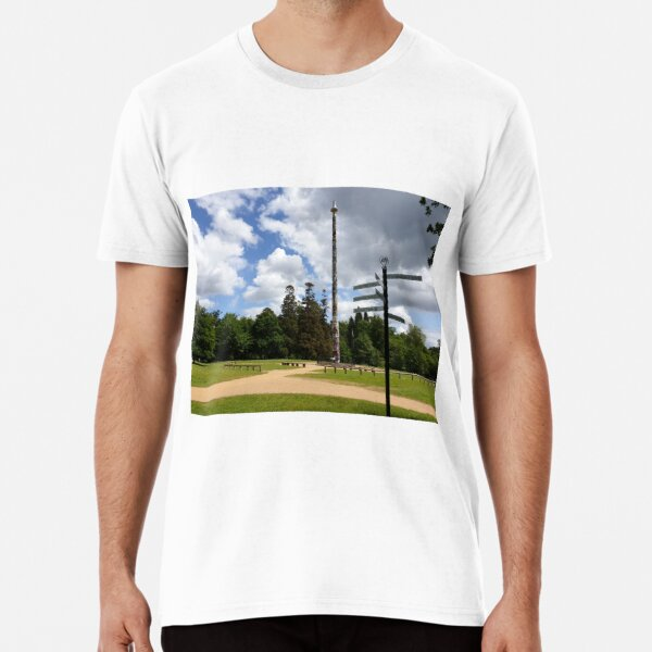 Totem pole vs direction pole at valley gardens Premium T-Shirt