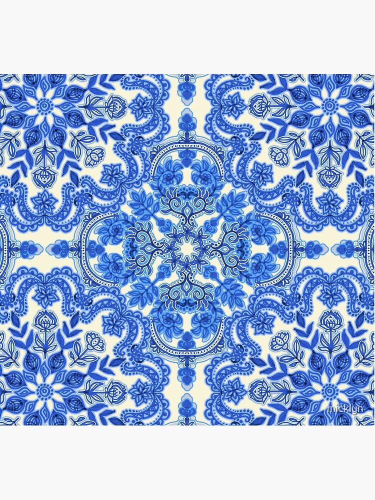 Kobaltblau und China White Folk Art Pattern von micklyn